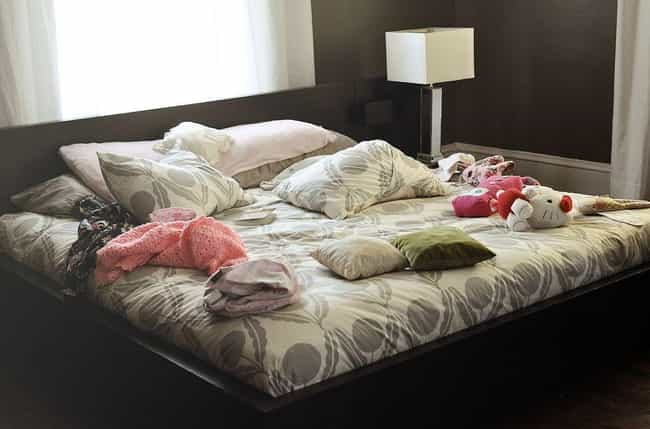 Sh*tty Roommate Craps the Bed is listed (or ranked) 2 on the list The Worst Roommate Horror Stories of All Time