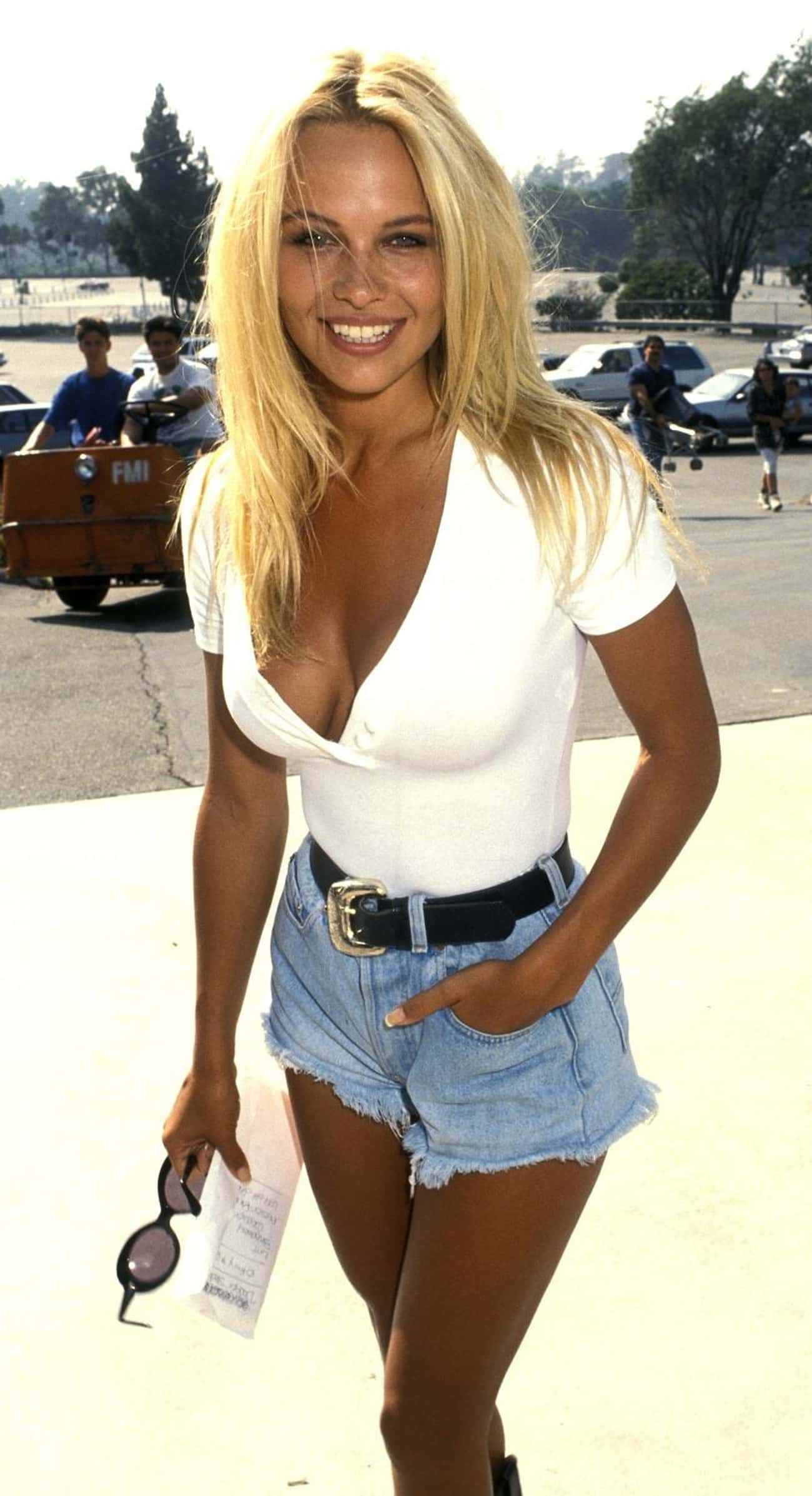 15+ Pictures of Young Pamela Anderson