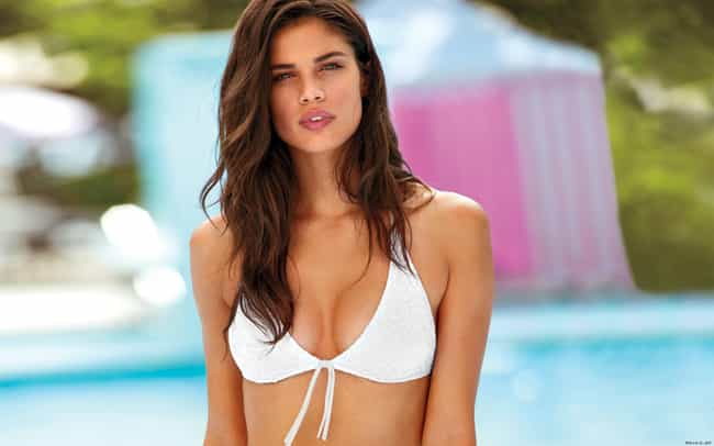 Hot Girls Who Are Really Disappointed In You