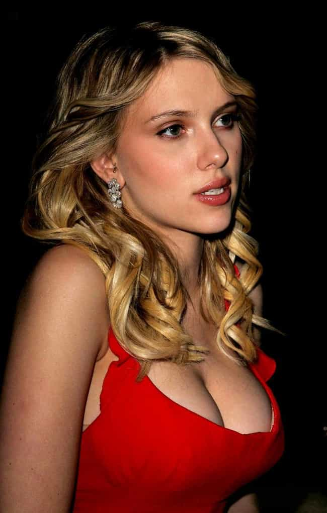 The 25 Hottest Scarlett Johansson Breasts Photos Ever, Ranked