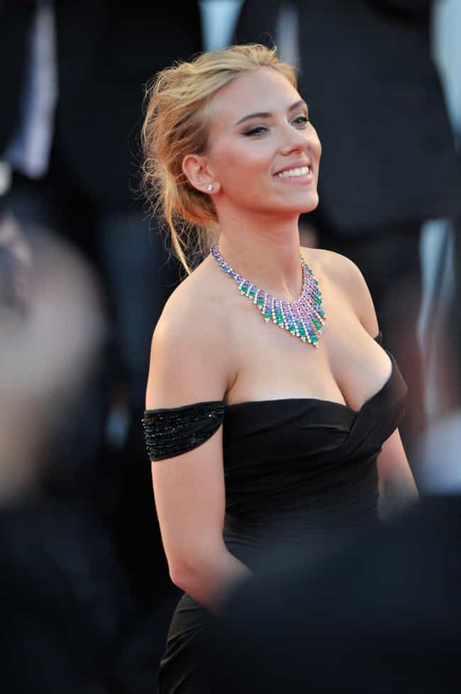 The 25 Hottest Scarlett Johansson Breasts Photos Ever ...