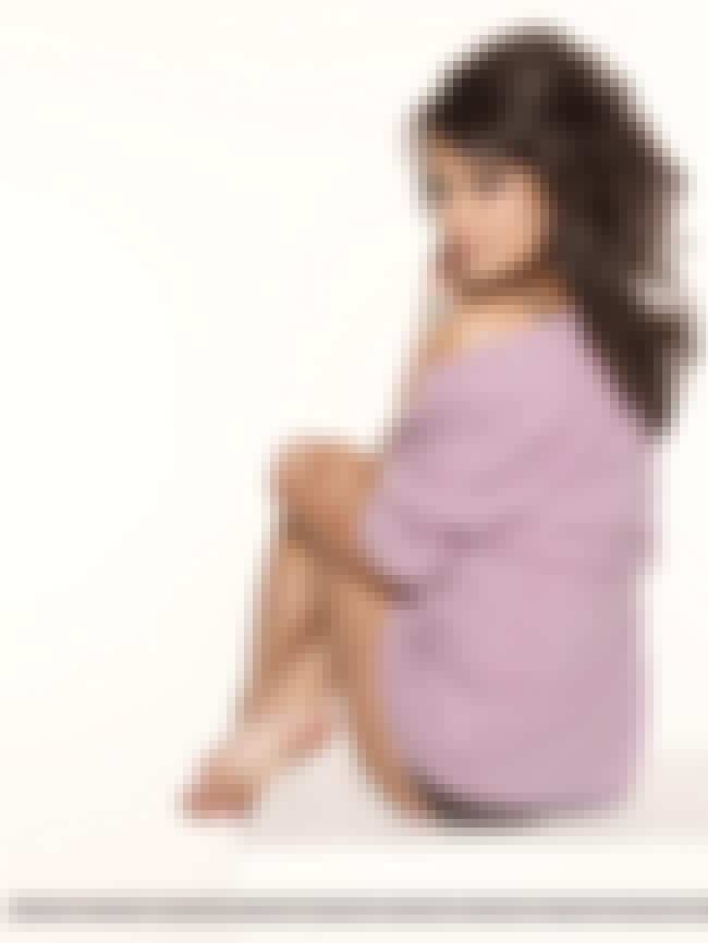 Looking Behind Her is listed (or ranked) 2 on the list Lea Michele Feet Pics