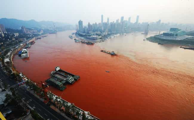 Yangtze River Pollution is listed (or ranked) 4 on the list The Worst Man-Made Disasters in China
