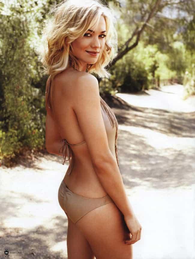 Yvonne Strahovski in her Brown Bikini