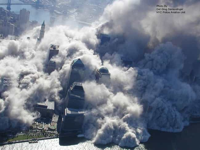 Toxic Dust And Debris Fi... is listed (or ranked) 4 on the list Rare, Powerful Photos from September 11, 2001