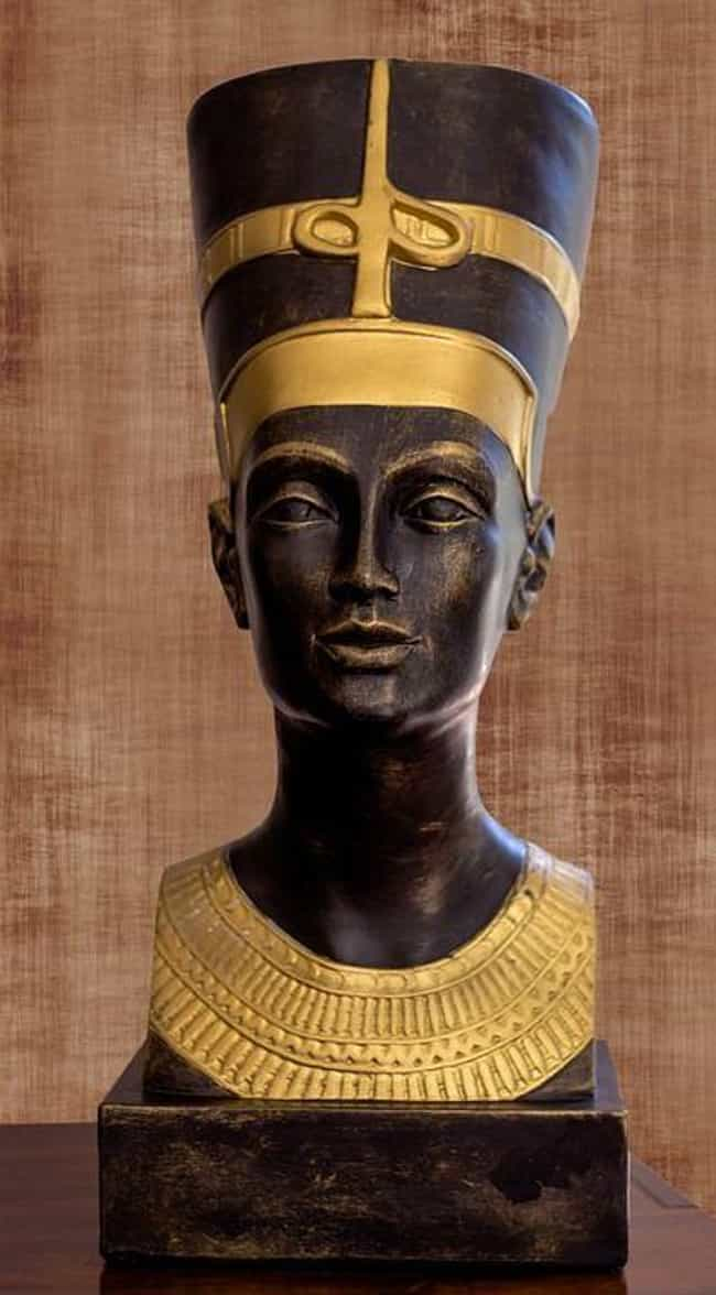 Nefertiti And Akhenaten ... is listed (or ranked) 3 on the list 21 Facts You May Not Have Known About Queen Nefertiti