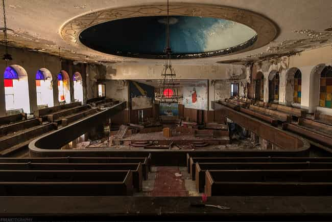 This Detroit, Michigan C... is listed (or ranked) 3 on the list The Coolest Photos from Inside Abandoned Buildings