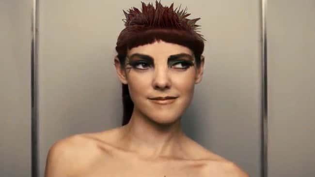johanna mason in the books naked punk lumberjack photo u3?w=650&q=60&fm=jpg&fit=crop&crop=faces - Hunger Games : les 10 différences entre les livres et les films