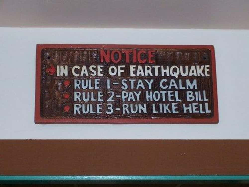 Funny Hotel Signs   Hilarious Motel & Hotel Sign Photos Funny Hotel Jokes
