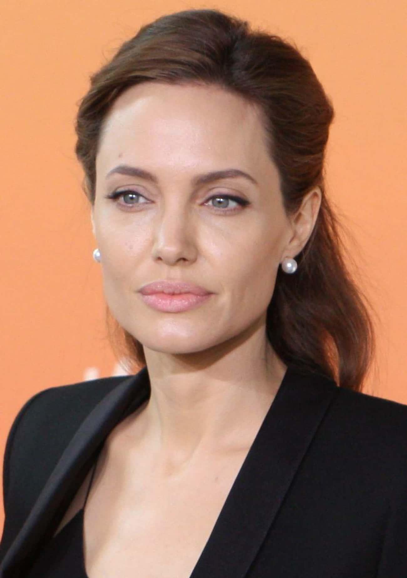 Angelina Jolie Wears A Vial Of Blood Around Her Neck