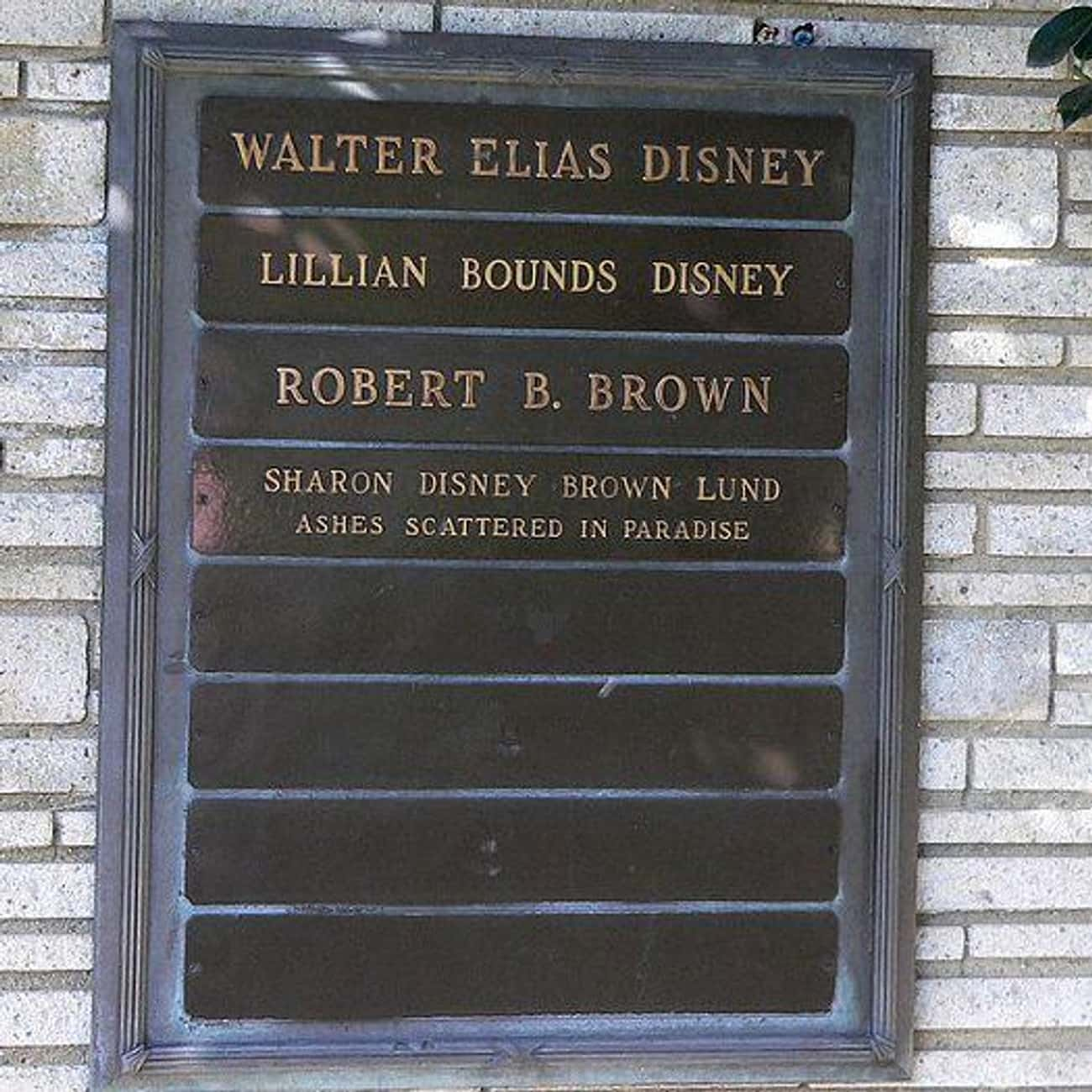 He Is NOT Cryogenically Frozen is listed (or ranked) 1 on the list Fun Facts You Didn't Know About Walt Disney