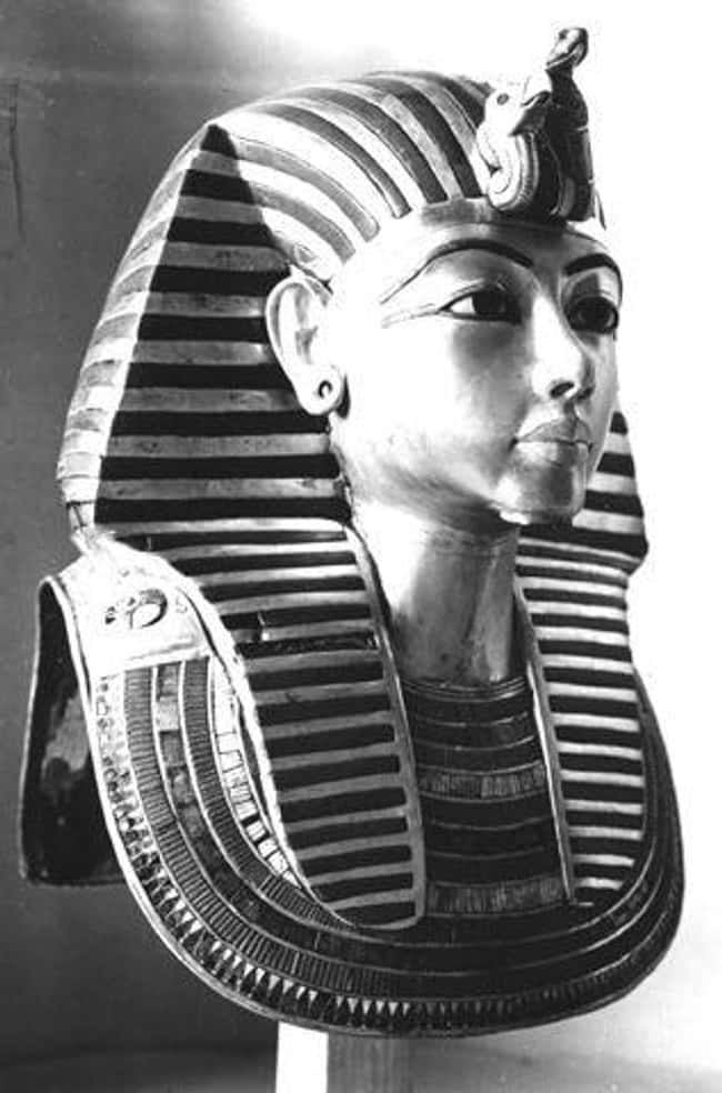 His Mask's Beard Snapped off 3 is listed (or ranked) 21 on the list 21 Weird Facts About King Tut