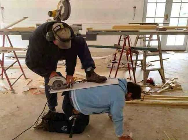 this isn t an unsafe construction photo it s clearly a murder about to happen freestyle lis photo u1?w=650&q=50&fm=pjpg&fit=crop&crop=faces - 30+ funny unsafe construction photos
