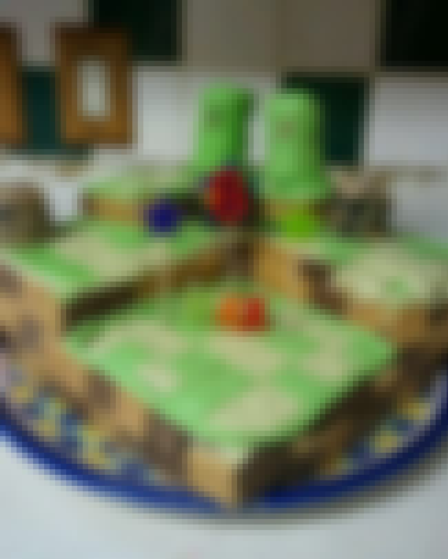 When Your Minecraft Cake Steps... is listed (or ranked) 4 on the list 24 Nerdy Cakes That Were Total Fails