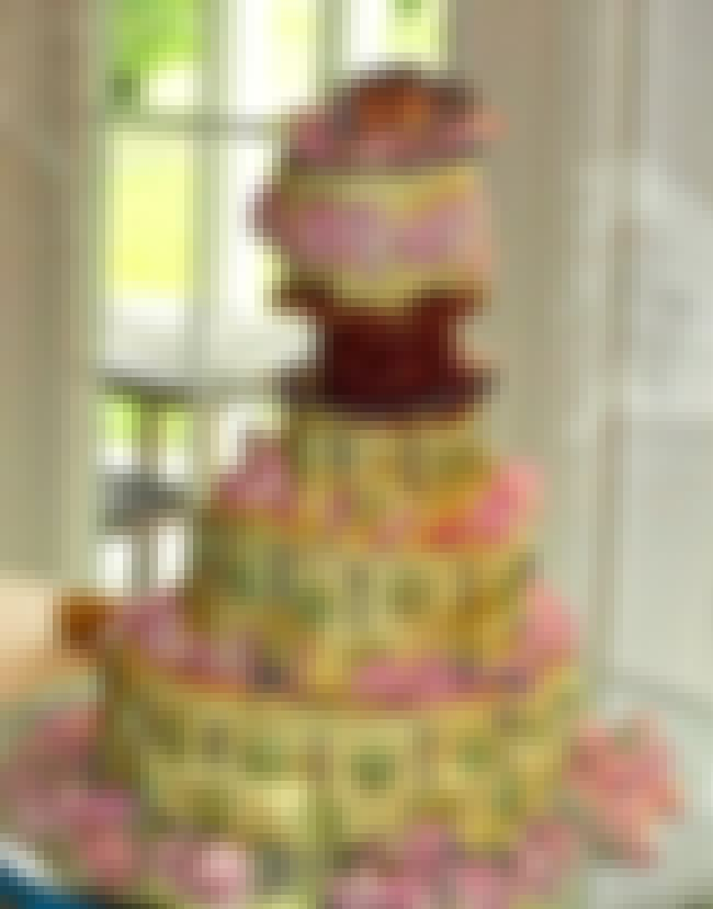 Are There Pickles Lining This ... is listed (or ranked) 3 on the list 31 Cringe-Worthy Wedding Cake Fails