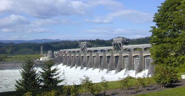 Bonneville Dam is listed (or ranked) 4 on the list The Most Amazing Things the Army Corps of Engineers Has Done