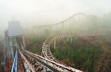 Fog + Rust + Overgrown Shrubbe is listed (or ranked) 6 on the list Creepy Pictures of Abandoned Amusement Parks