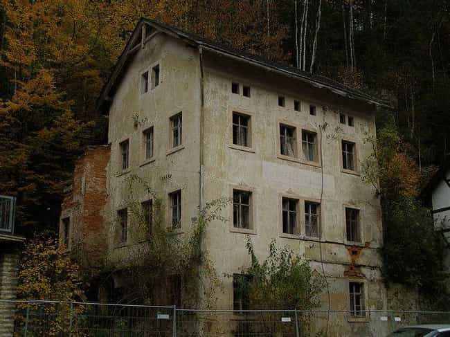 Vampires Probably Live H... is listed (or ranked) 3 on the list 10 Creepy And Terrifying Houses In The Woods