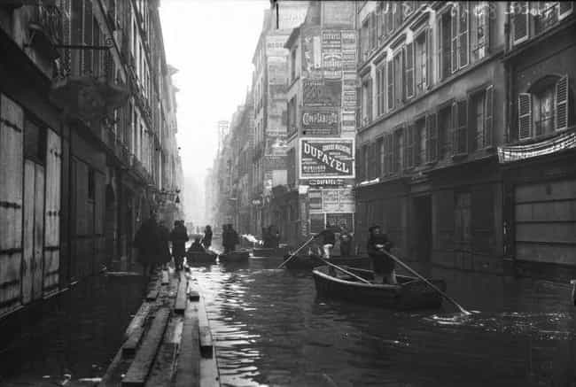 Rowing Through City Streets Af... is listed (or ranked) 4 on the list 20 Unbelievable Aftermath Pictures of the Worst Floods Throughout History