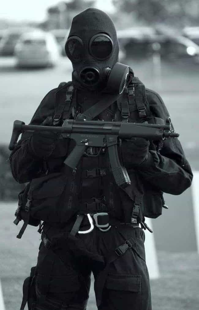 British SAS is listed (or ranked) 1 on the list 28 Intense Photos of Special Forces from Around the World