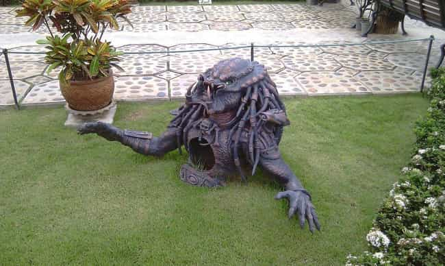 34 weird lawn ornaments you would not want in your neighborhood