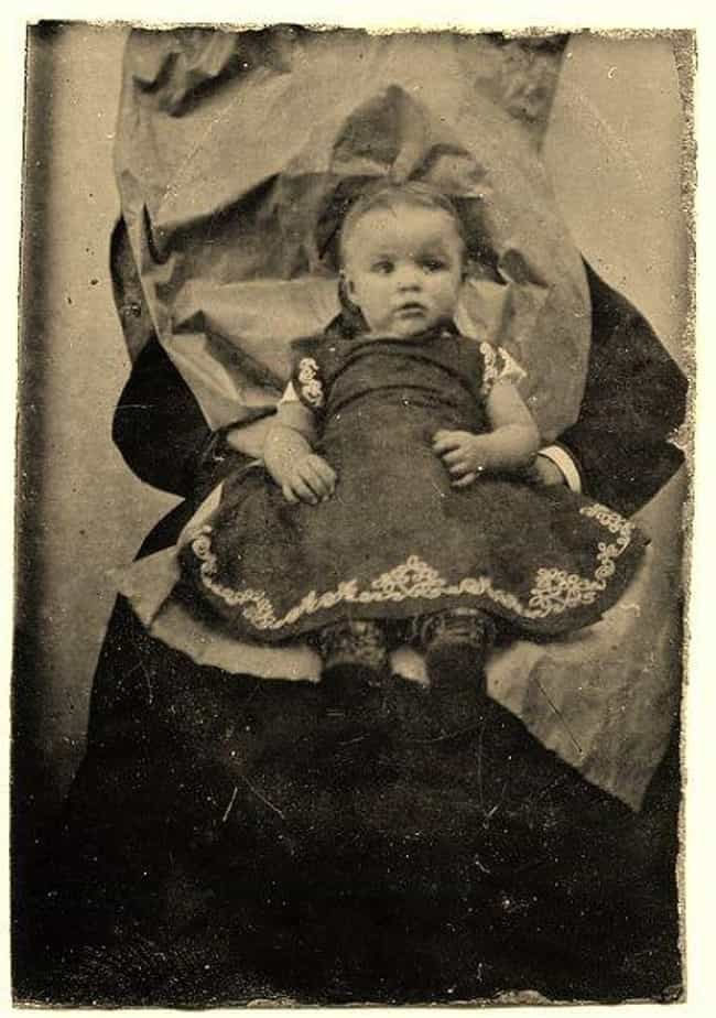 Sad And Strange Facts About Victorian Death Photography - 22 weirdest deaths ever morbid fascinating