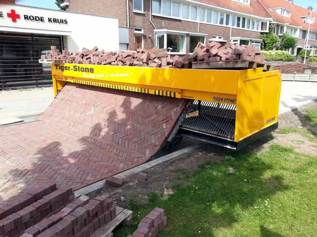 "A Bricklaying Machine is listed (or ranked) 1 on the list 17 Pictures That Will Make You Say ""Oh, That's How They Do That!"""