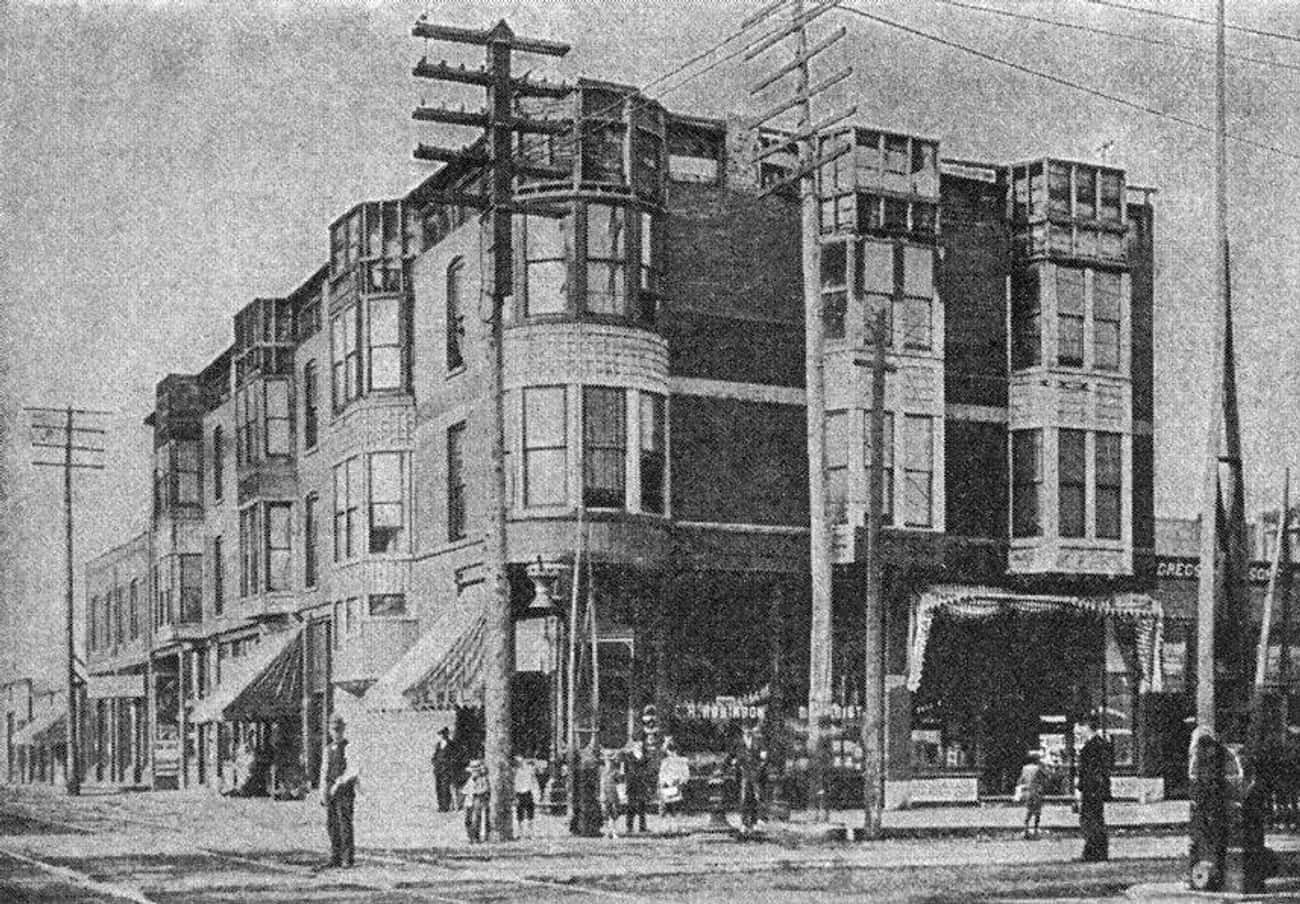 He Suffocated His Fiancée's Si is listed (or ranked) 3 on the list 14 Horrifying Facts About H.H. Holmes And His Nightmarish Murder Castle