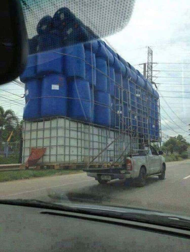 this-incredibly-brave-pickup-truck-photo