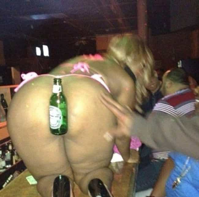 17 Awkward Strip Club Photos That'll Make You Cringe