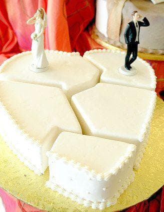 Broken Pieces on Random Divorce Cakes That Are As Blunt As They Are Beautiful