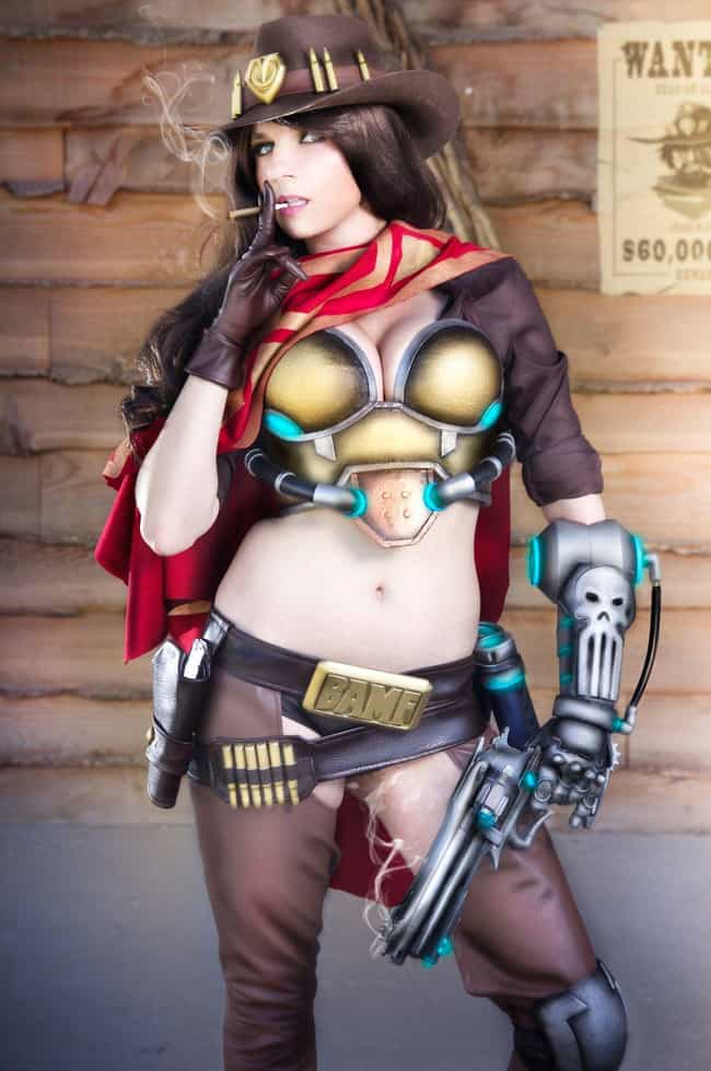 McCree Battle Pose is listed (or ranked) 4 on the list 25 Brilliant Gender Bend Overwatch Cosplays