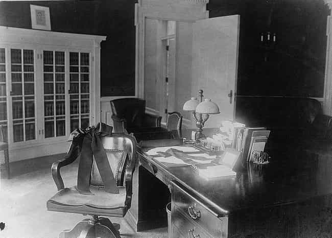 Warren G. Harding, 1921–1923 is listed (or ranked) 3 on the list 19 Photos Of What The Oval Office Looked Like Under Different Presidents