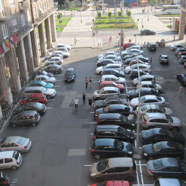 Two-Way Traffic Is Faste... is listed (or ranked) 8 on the list Why Are Some Parking Lots Arranged Diagonally And Others Are Straight?