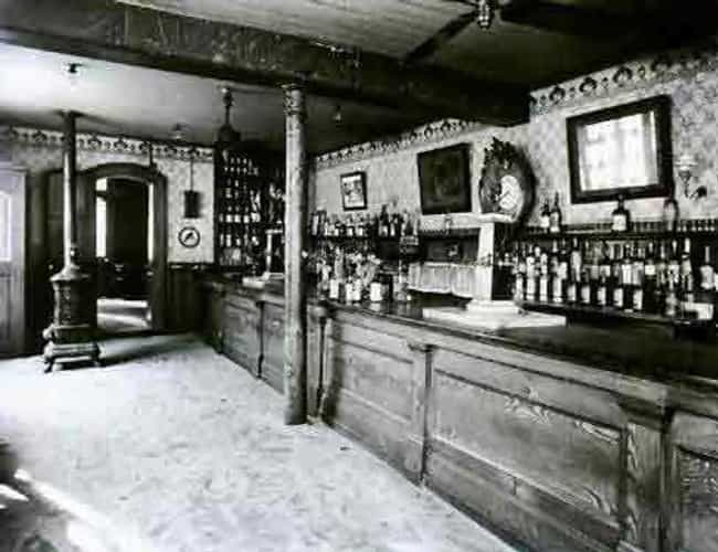 Old Absinthe House, New Orlean... is listed (or ranked) 1 on the list 24 Stunning Photos of Historical Bars From The Early 1900s
