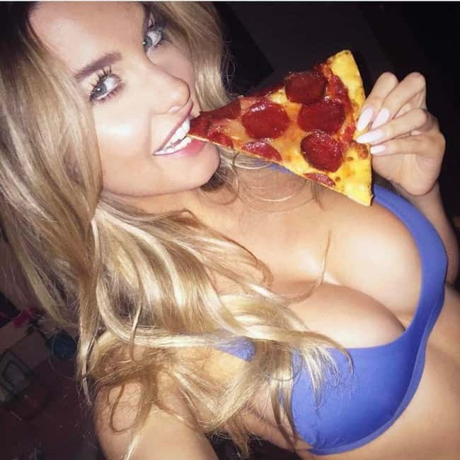 Extra Toppings is listed (or ranked) 20 on the list The Hottest Emily Sears Pictures