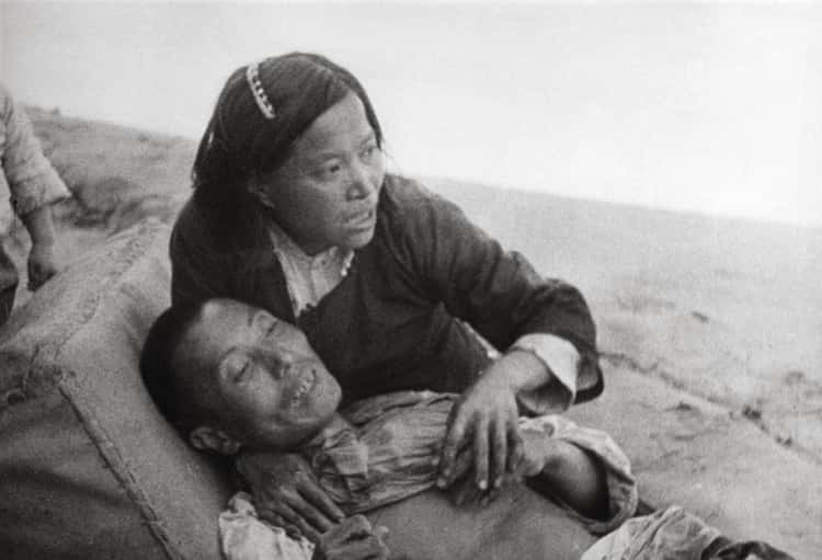 Chinese Woman With Her Dying Husband, 1940