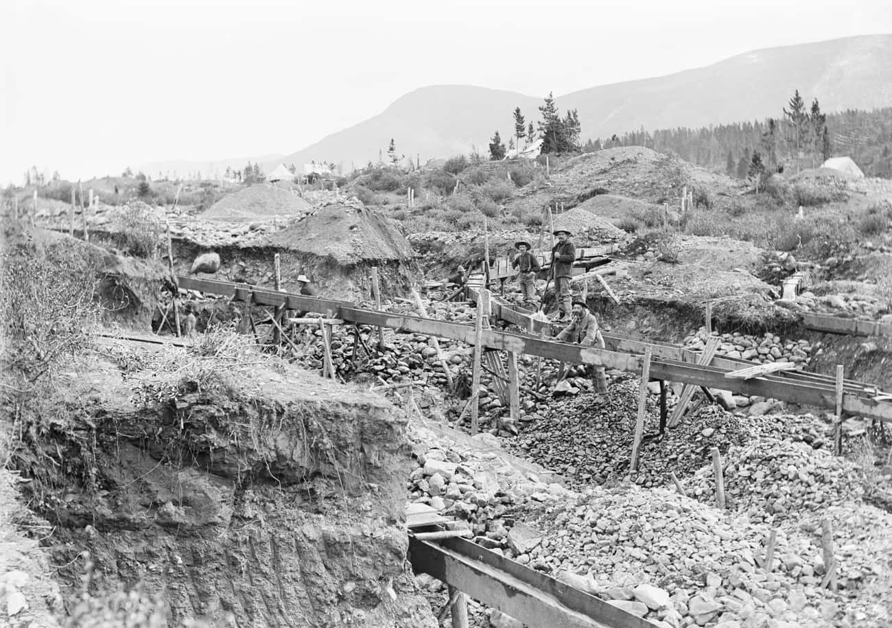 An Example Of Sluice Mining In is listed (or ranked) 4 on the list 25 Fascinating Photos And Illustrations From Gold Rushes