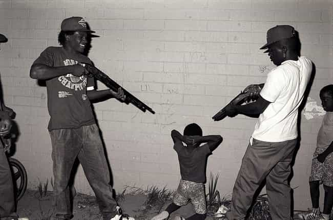 21 Startling Photos Of Gangs In Los Angeles During The '80s And '90s