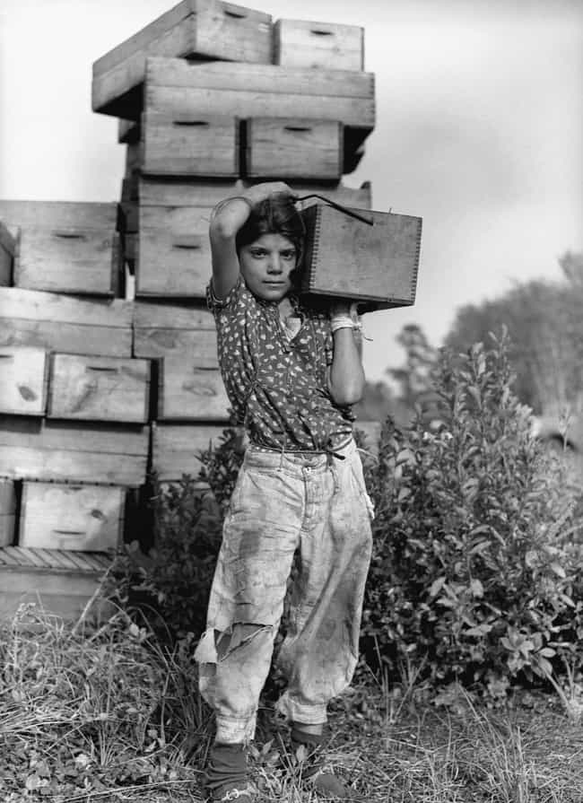 A Migrant Girl Carries A Box O... is listed (or ranked) 1 on the list 22 Amazing Photos Of Badass Women During The Great Depression