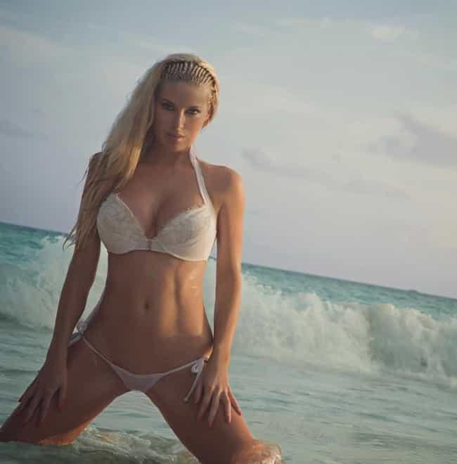 The Hottest Natalie Gauvreau Pictures
