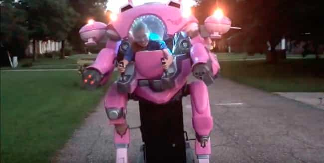 This D.Va MEKA Cosplay I... is listed (or ranked) 4 on the list 17 Pieces Of Mega Mech Cosplay That Will Blow Your Darn Mind