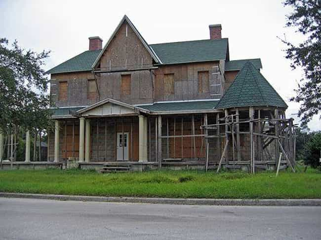 Many Homes Are Now Dilapidated... is listed (or ranked) 4 on the list Inside Celebration, Florida: The Depressing, Crime-Ridden City Built By Walt Disney