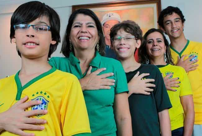 They Have A Genetic Condition is listed (or ranked) 2 on the list Meet The Da Silvas, The Brazilian Family Who Were All Born With 12 Fingers And Toes