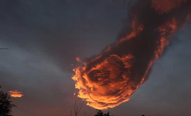 """Previous Sighting In Por... is listed (or ranked) 3 on the list The Internet Is Losing It Over These Pictures Of A Horrifying Cloud Called """"The Hand Of God"""""""