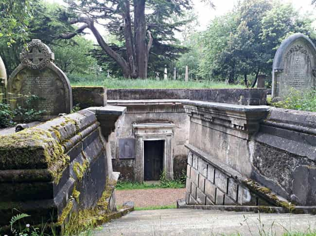 The King Vampire Of The ... is listed (or ranked) 2 on the list On Friday The 13th, 1970, A Mass Of Londoners Hunted A 'King Vampire' In Highgate Cemetery
