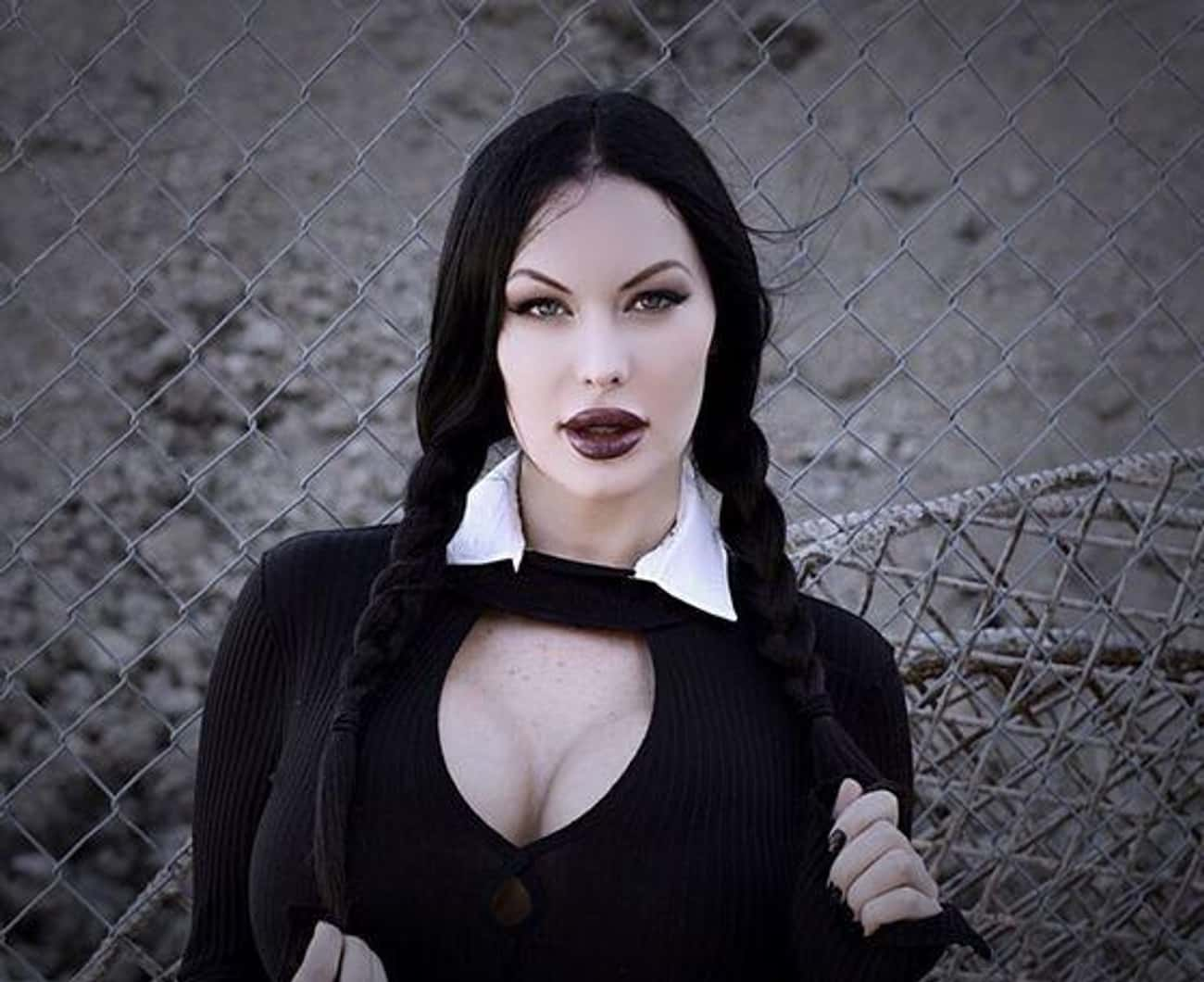 """If You Look Up """"Weirdy Sexy Wednesday Addams"""" In The Dictionary, This Is What You Get"""
