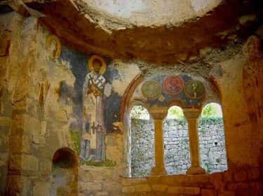 Scans Revealed A Hidden Tomb is listed (or ranked) 1 on the list Archaeologists In Turkey Believe They've Discovered The Tomb Of Saint Nicholas