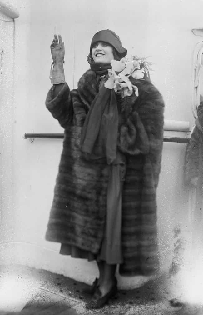 Fur Coats Were Popular With Me... is listed (or ranked) 4 on the list Here's What The Ideal Beauty Standards For Men And Women In The 1920s Looked Like