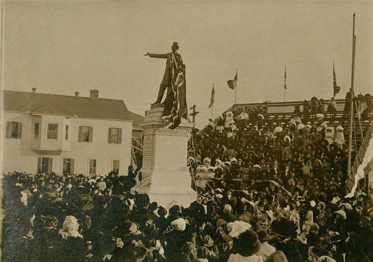 """Pro: These Statues Were Erected To Intimidate Blacks, Sometimes In """"Whites Only"""" Ceremonies"""